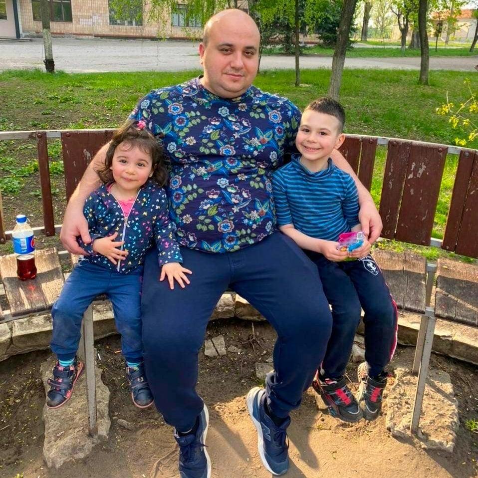 Мои внуки со своим дядей и моим сыном Раденом
